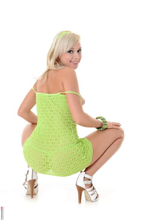 Hot nude blonde pics