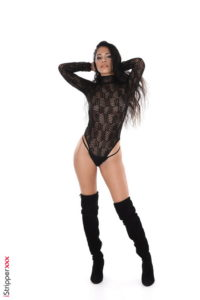 Yemma istripper show from Strippers  category